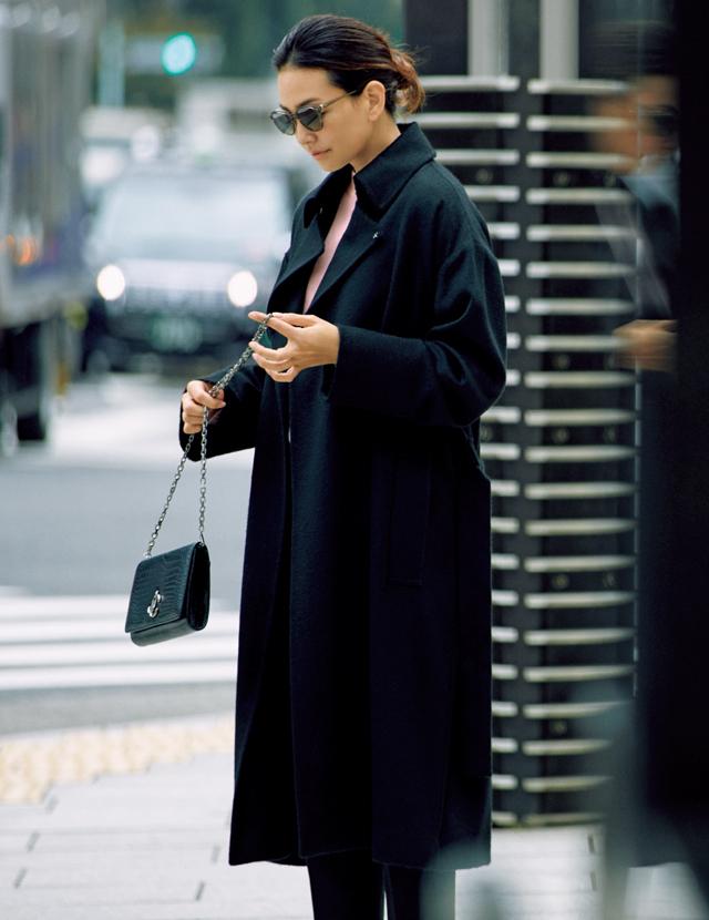 エイトンのコートを着用したRINA