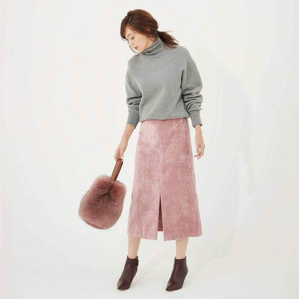 グレーニット×ピンクスカートのファッションコーデ