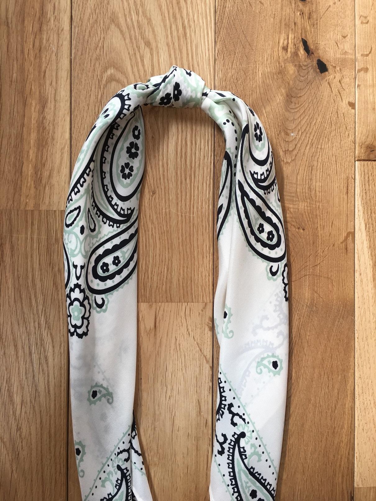 簡単すぎるスカーフの巻き方_1_5-1