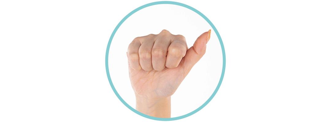ふくらはぎを下→上へほぐして流すときの手