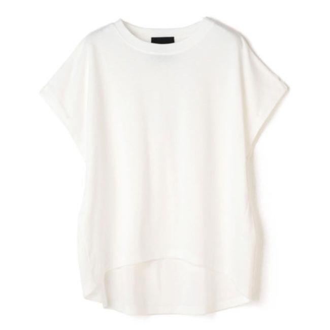 50代を美しく見せる最新Tシャツ・カットソー