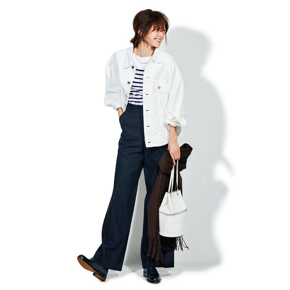 白のビッグジャケット×ボーダーカットソーのファッションコーデ