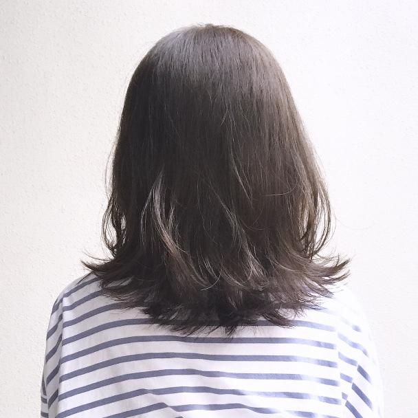 【ヘアスタイル】動きのある毛先で大人のふんわりミディアム_1_2-2