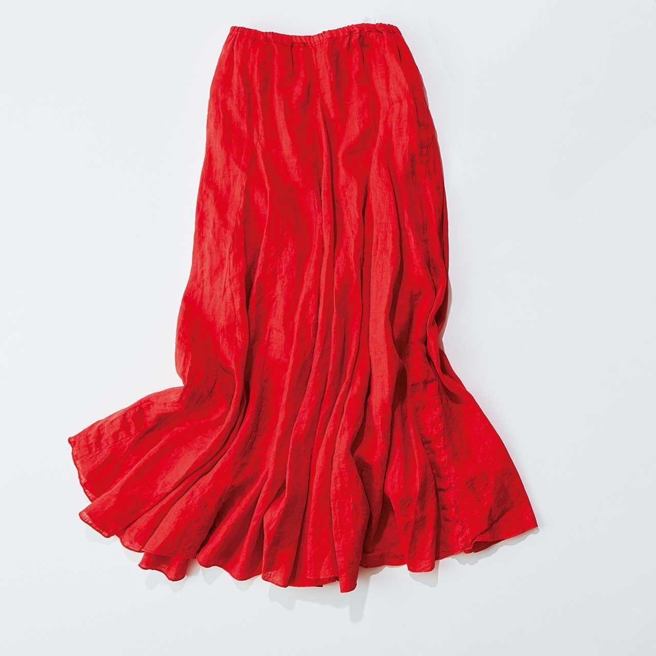 鮮やかな朱赤のロングスカート