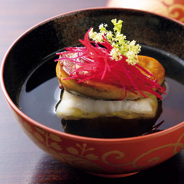 京都駅徒歩5分ほどのところにある和食レストラン「京都 いと」の煮物椀