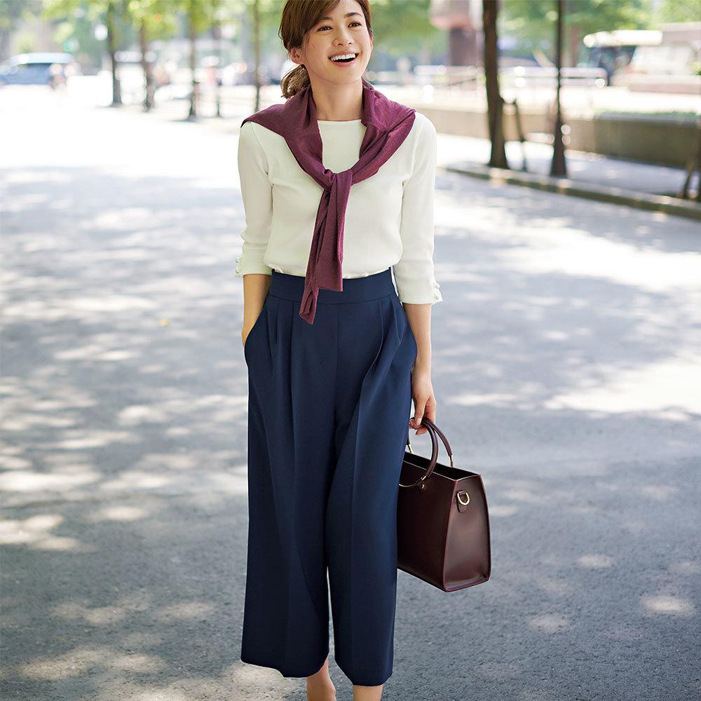 白トップス×ガウチョパンツのファッションコーデ