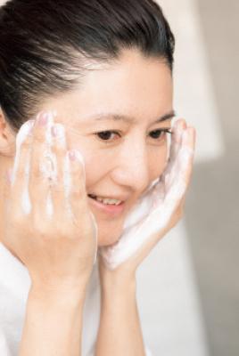 <スーパードライ肌>アラフィーの潤いを守りぬく! 小林ひろ美式・美肌力を上げる洗顔テク_1_10