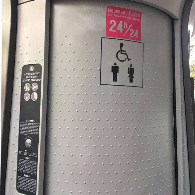 パリの公衆トイレ_1_2