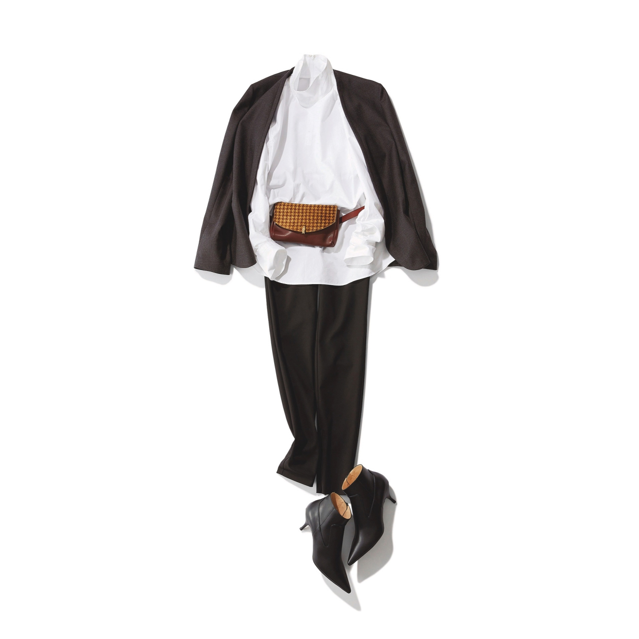 秋ファッションのトレンドは立ち襟ロングシャツ
