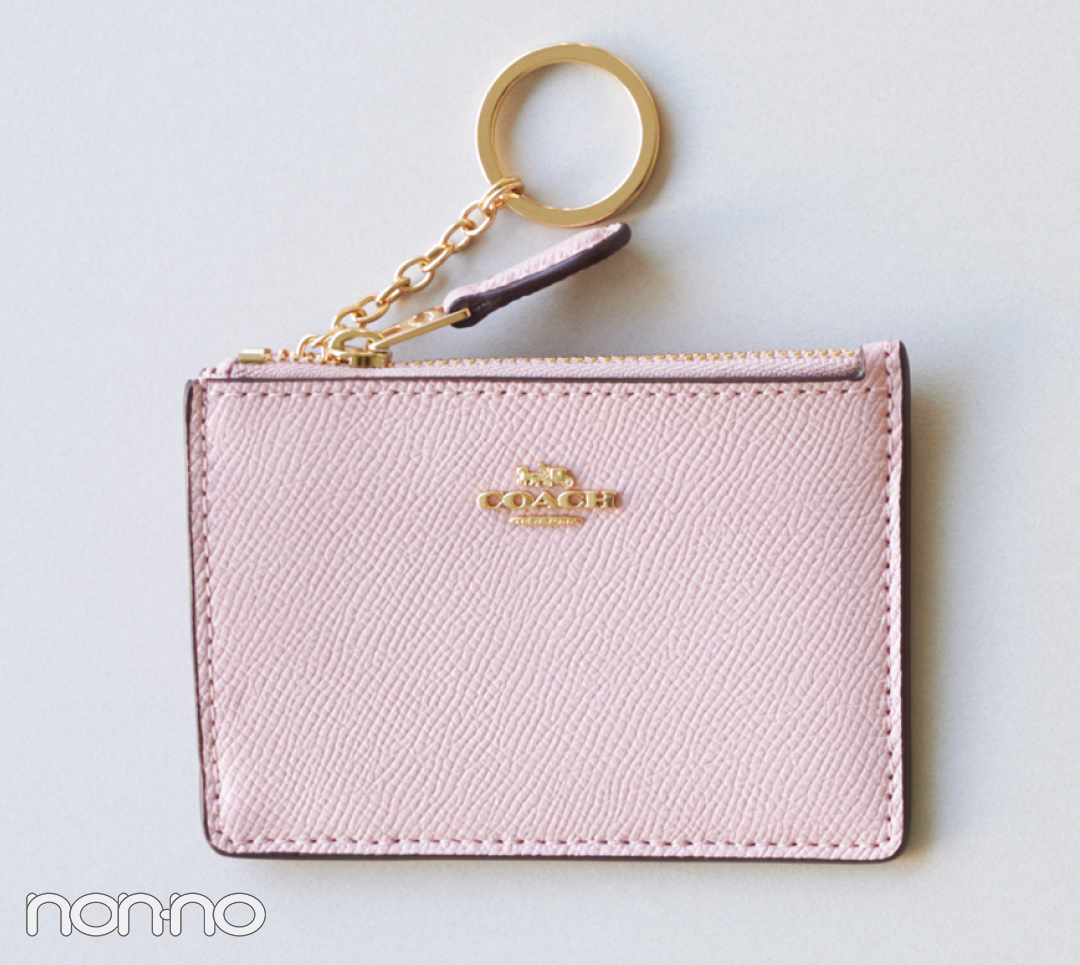 春の始まりにピッタリ! かしこ可愛いコーチのミニ財布【20歳からの名品】_1_3-3