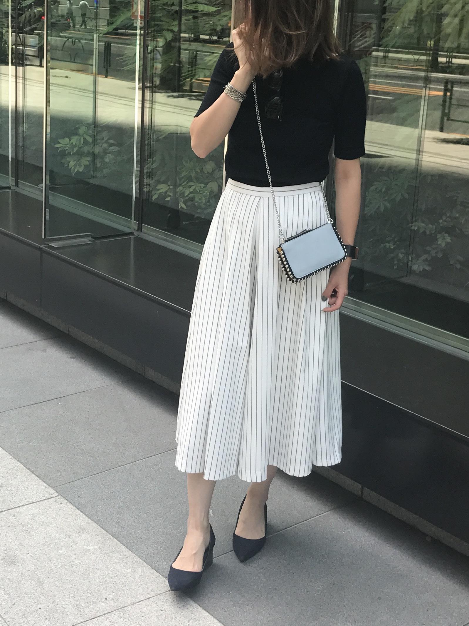ミディ丈ふんわりスカート×鎖骨見せトップスで夏の着やせスタイル_1_2