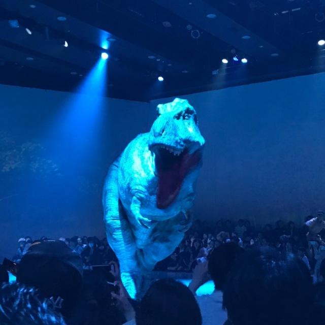 渋谷の中心でティラノサウルスに襲われる_1_5