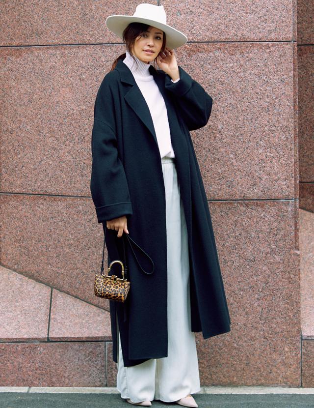 ノーク バイ ザ ラインのコートを着用したRINA