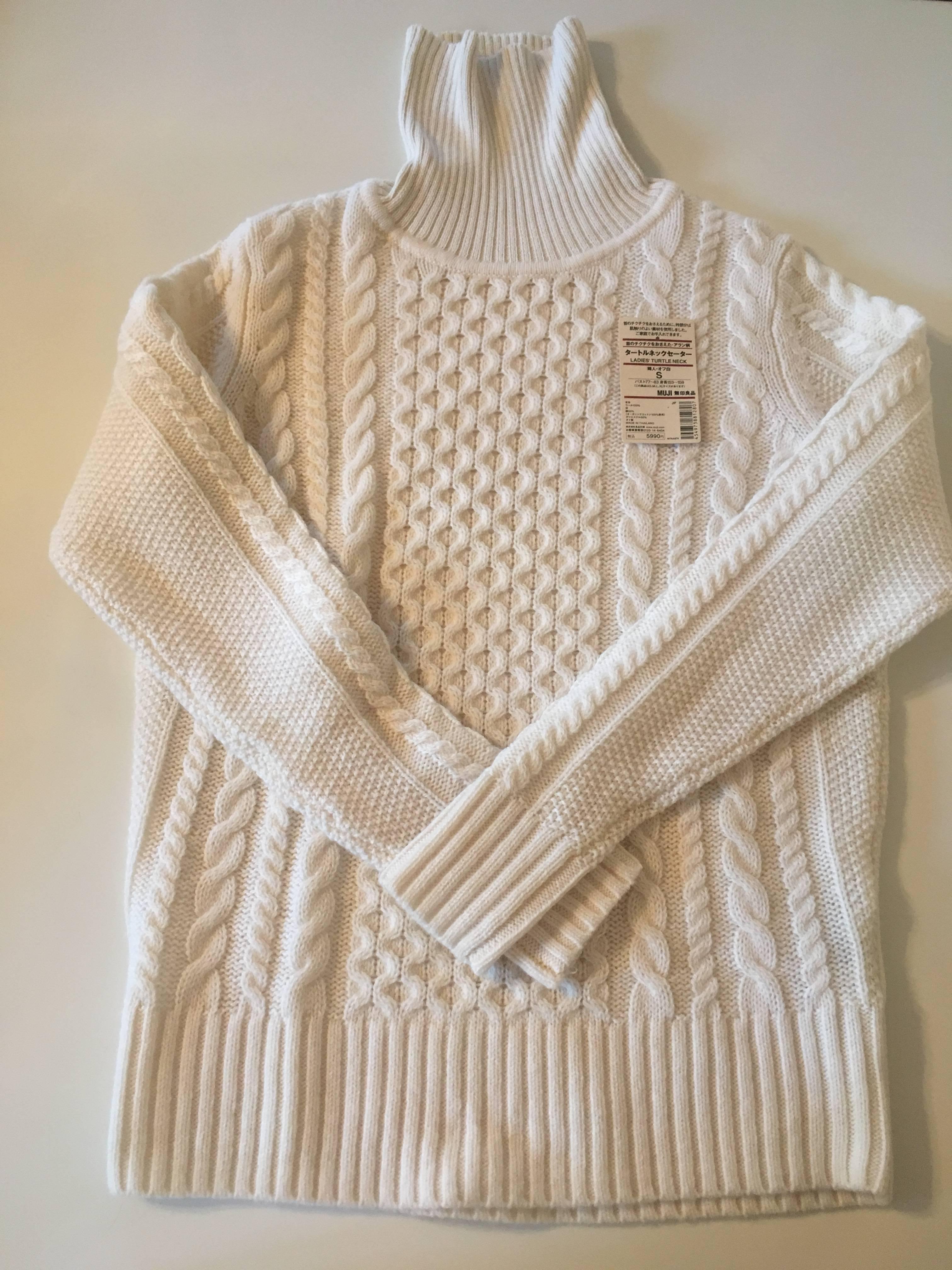 アラン柄のタートルネックセーターです。 大き過ぎず小さ過ぎず、ほどよいサイズ感です^ ^