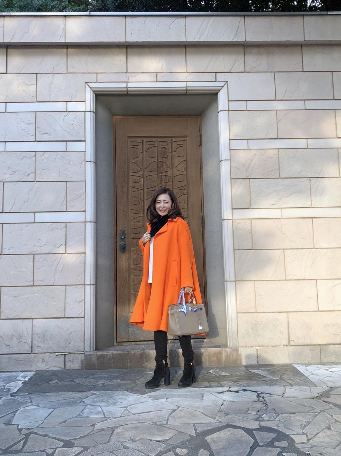 気持ちもアガる↑鮮やかなオレンジコートを着てお出かけ_1_1
