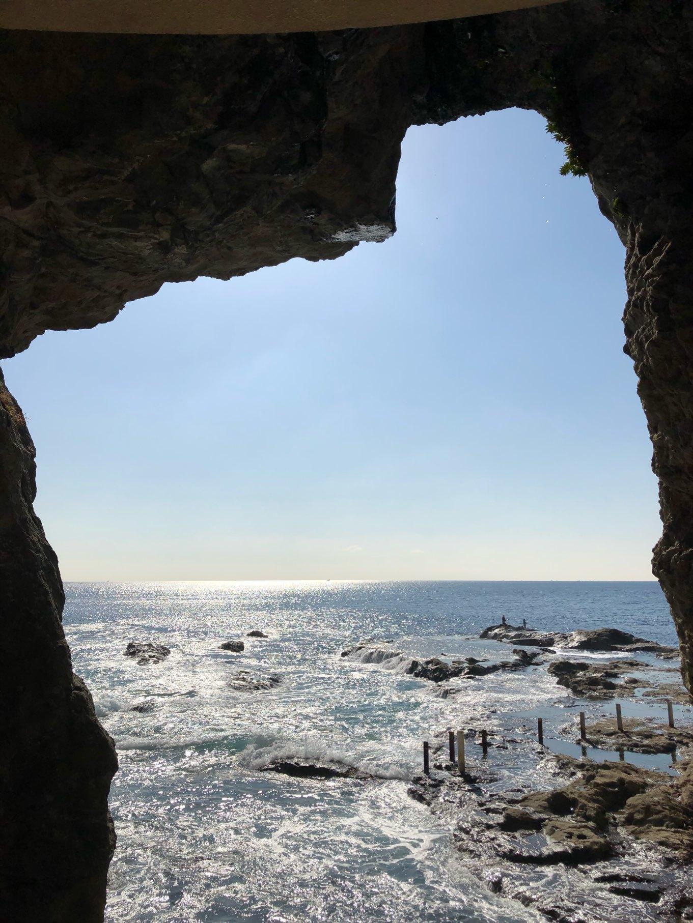 岩屋洞窟から海を臨む
