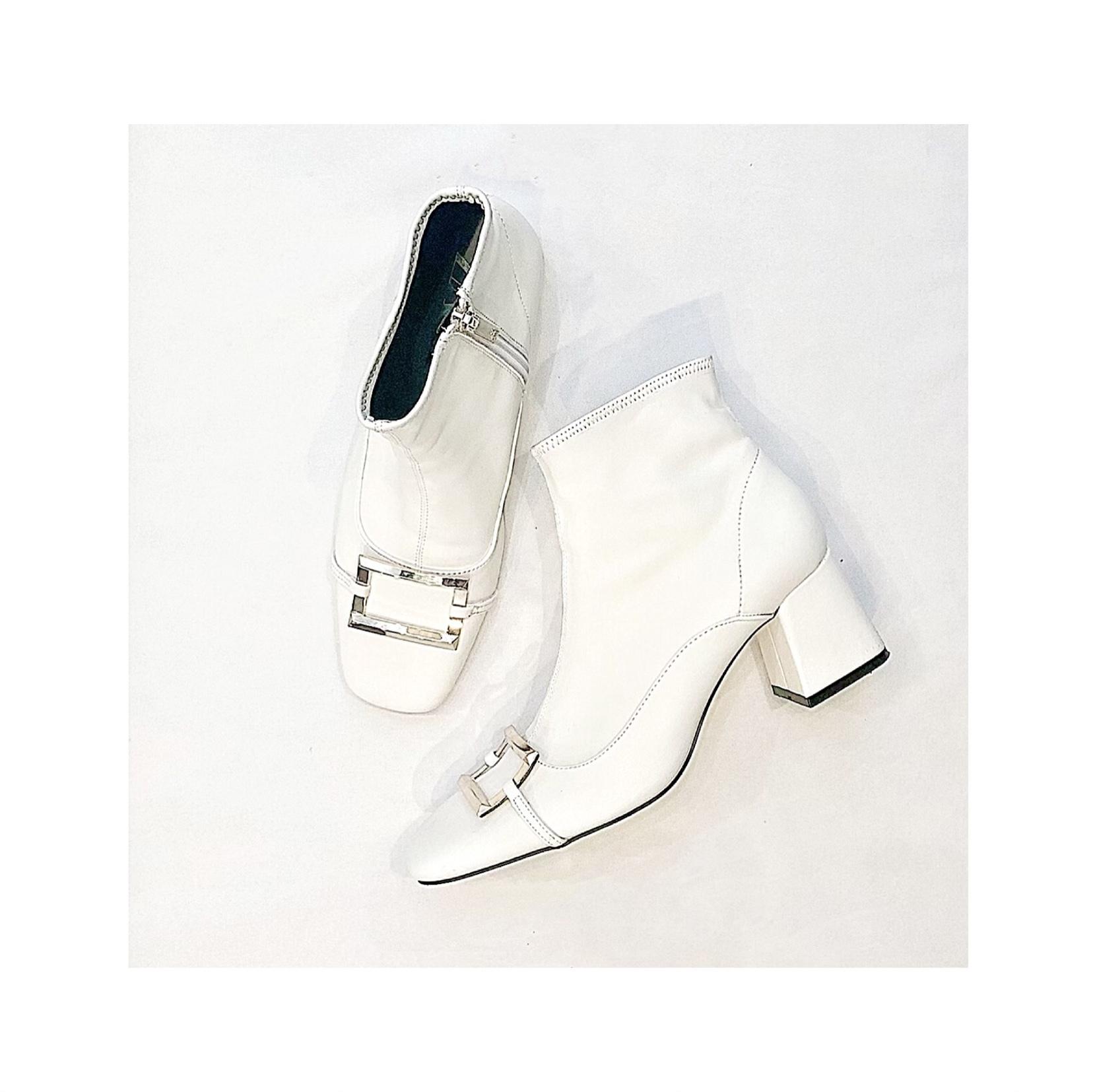 ZARA白ブーツで