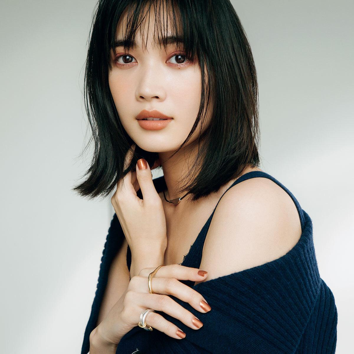 モデル/林田岬優 赤みのあるプラムな目もとでふくよかな感情を表情に宿して