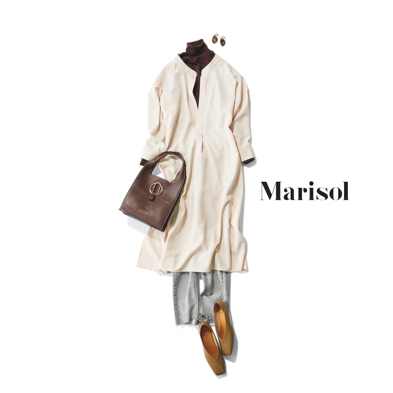 40代ファッション ブラウンニット×グレーデニム×白ワンピースコーデ
