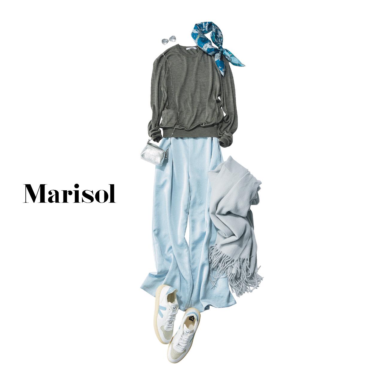 40代ファッション  グレーニット×ブルーパンツコーデ