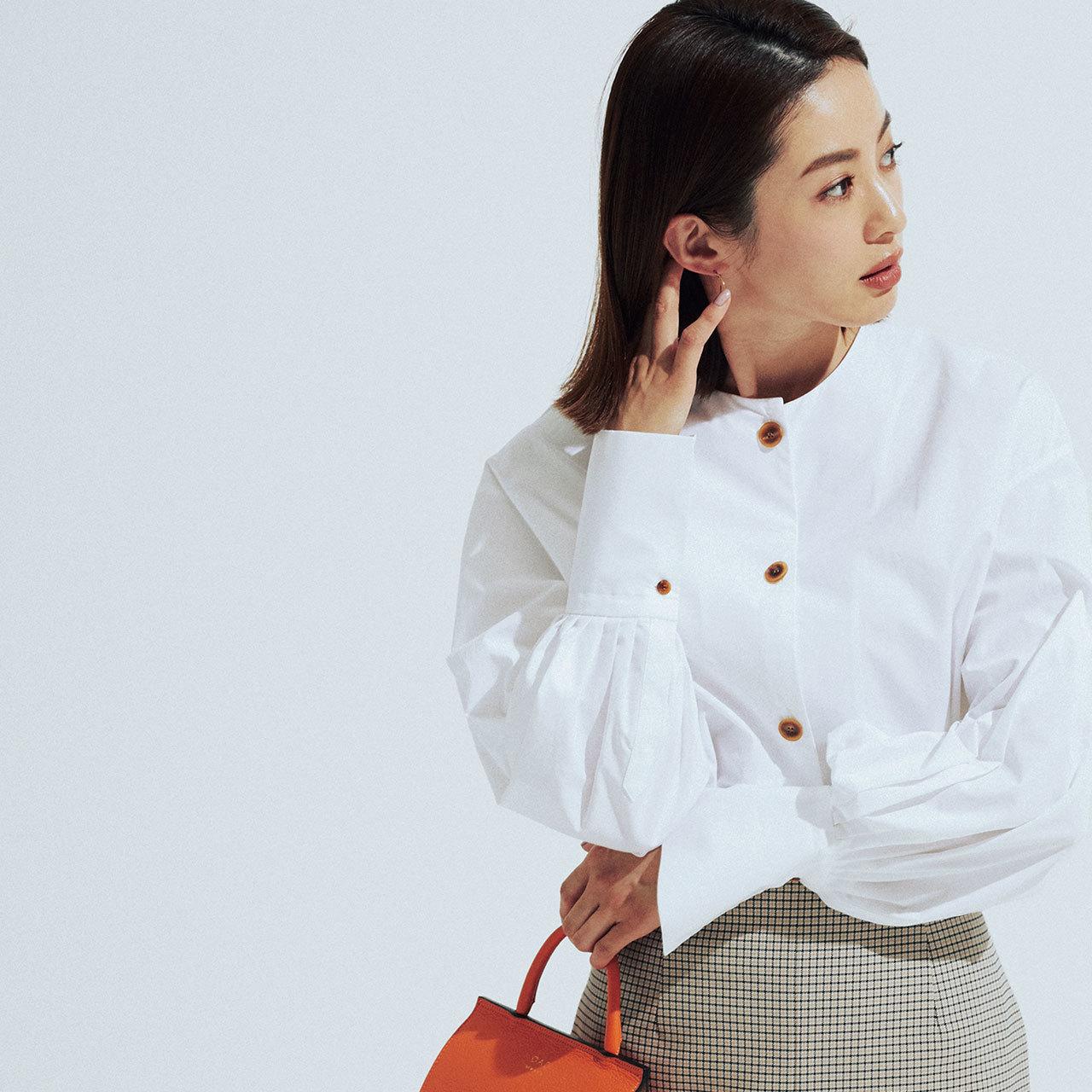 白シャツ×タイトスカートコーデ