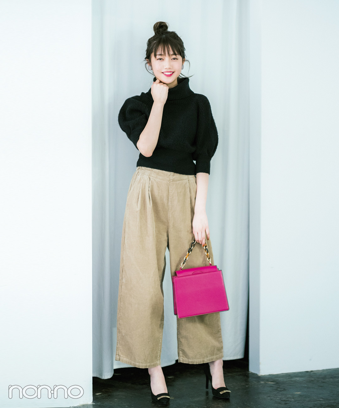 コーデュロイワイドパンツは差し色バッグで女の子らしさ倍増!【毎日コーデ】