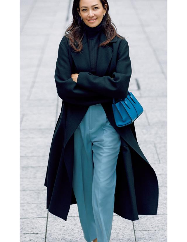 ブラミンクのコートを着用したRINA