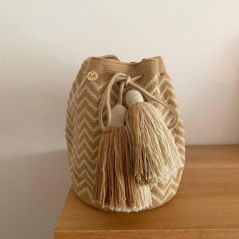 夏バッグにおすすめ!ワユー族の芸術を伝える鮮やかで美しいバッグ「AALUNA(アアルナ)」_1_1