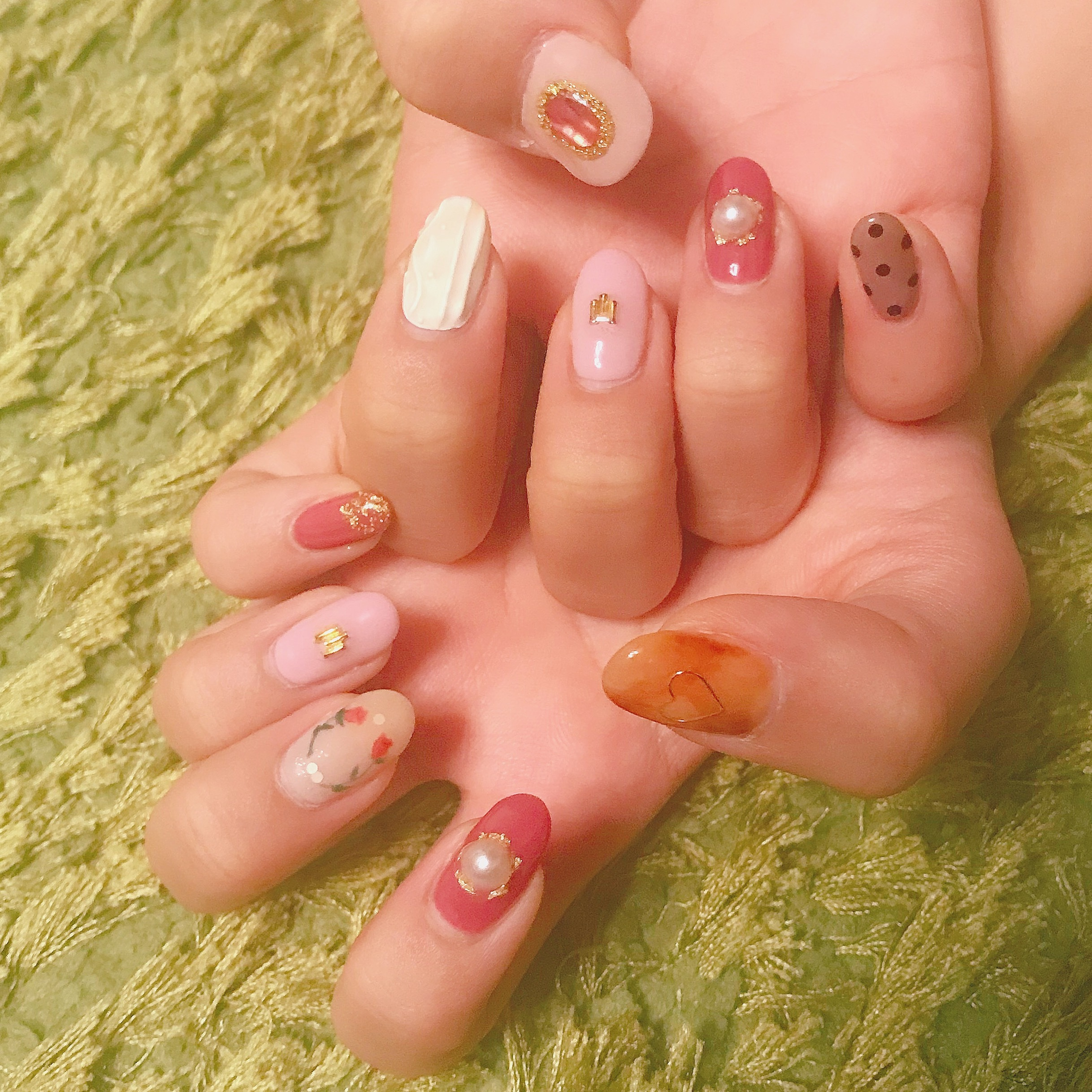 【オシャレは爪先からʕ•̫͡•ʔ♬✧】  この冬におすすめのネイルデザインとは!?_1_2