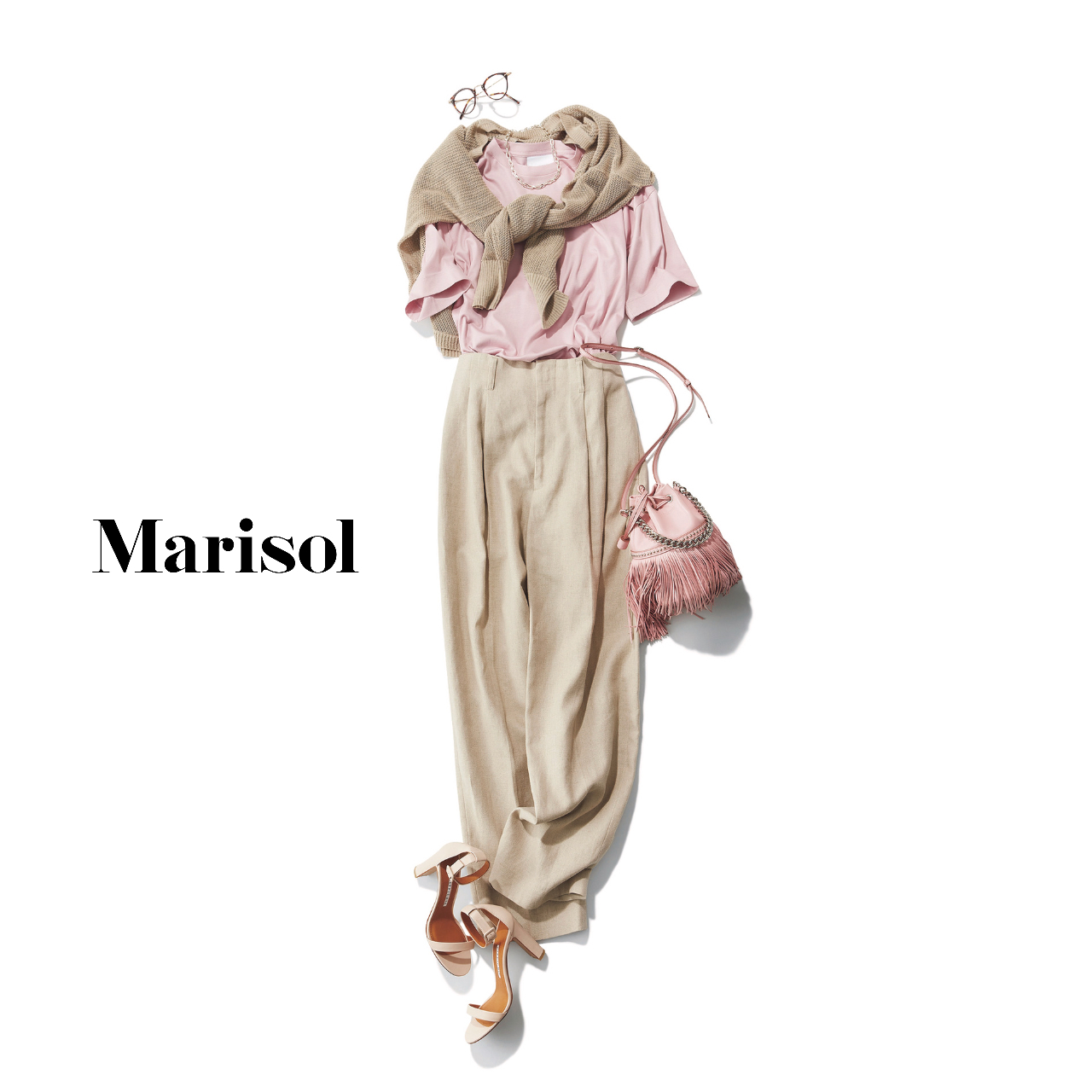 40代ファッション  パステルピンクTシャツ×ベージュパンツ コーデ