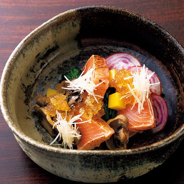 京都駅徒歩5分ほどのところにある和食レストラン「京都 いと」の鮭児のたたき