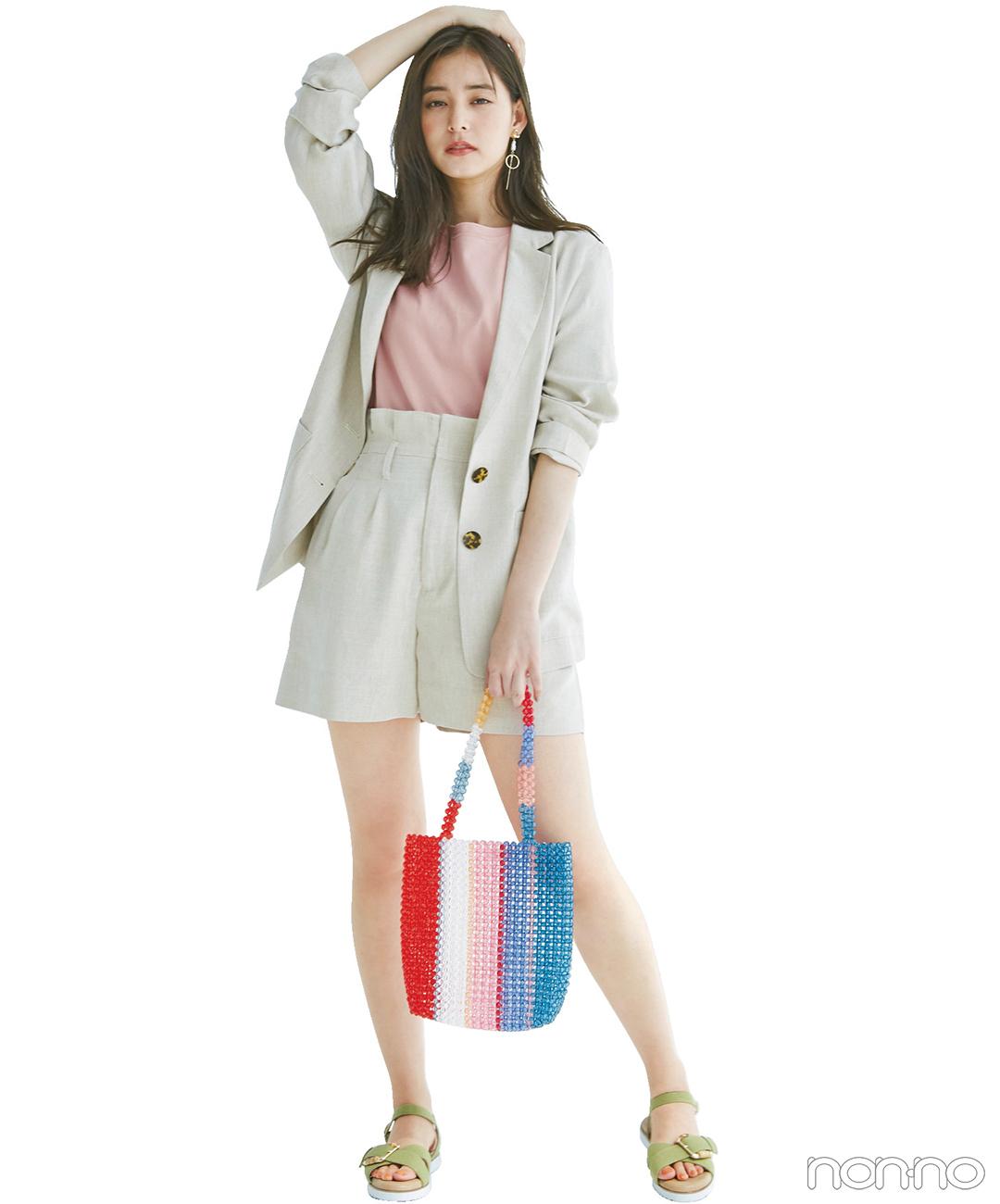 新木優子はベージュのセットアップにピンクを効かせてしゃれ感も可愛げも!【毎日コーデ】