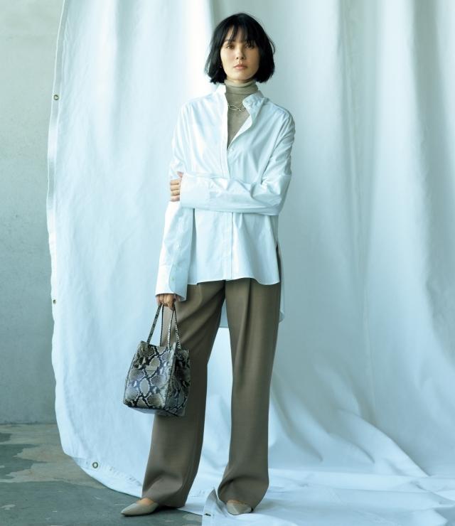 1.どんな色のアイテムも受け止める白の包容力。シャツのこなれ感に、クリーンな魅力も加わって
