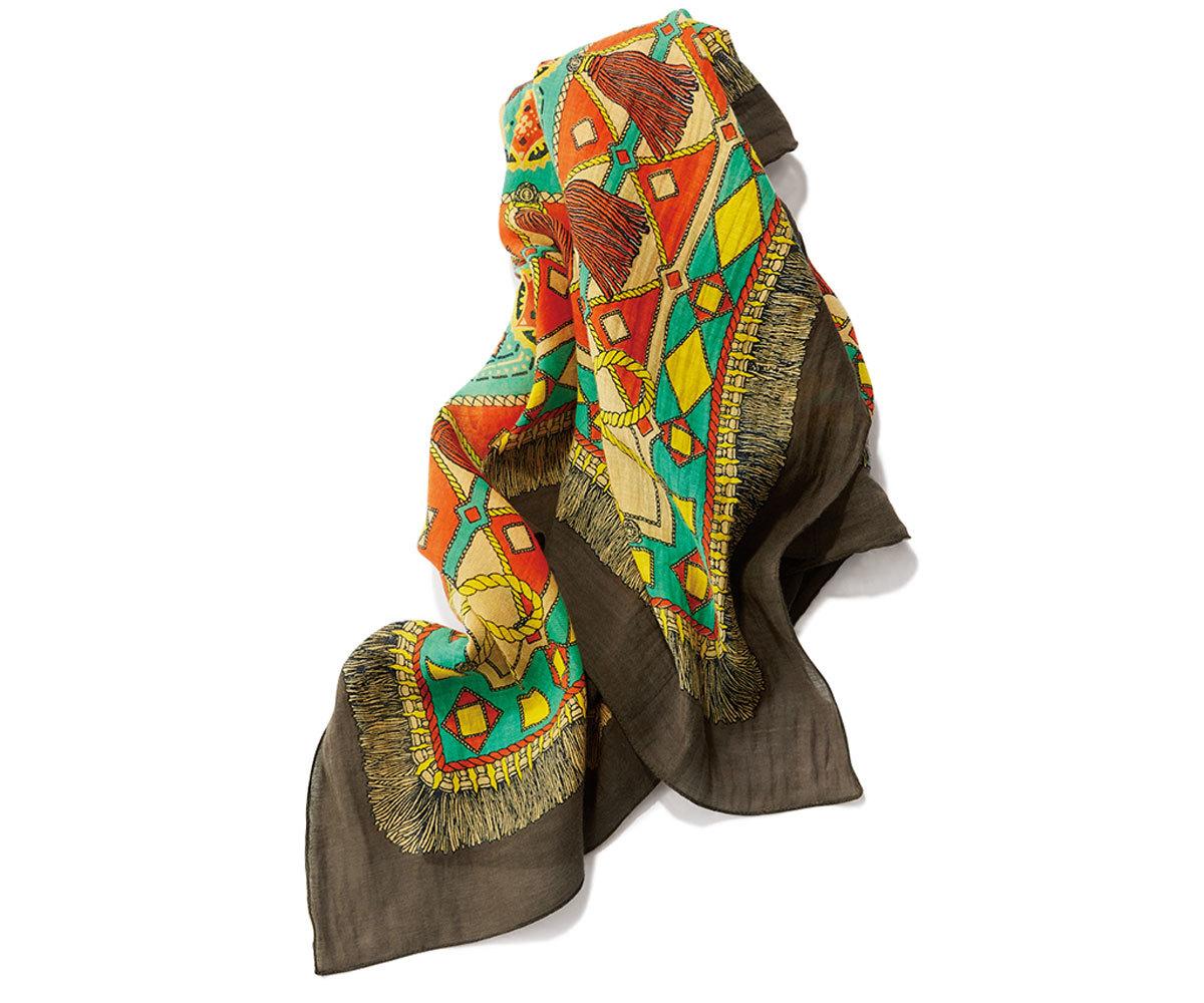 40代ファッション旅アイテム_manipuriの柄ストール