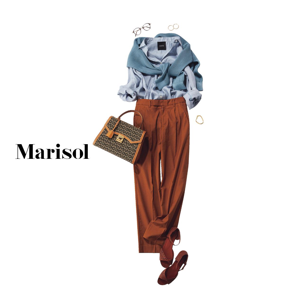 40代ファッション ブルーシャツ×ブラウンパンツコーデ