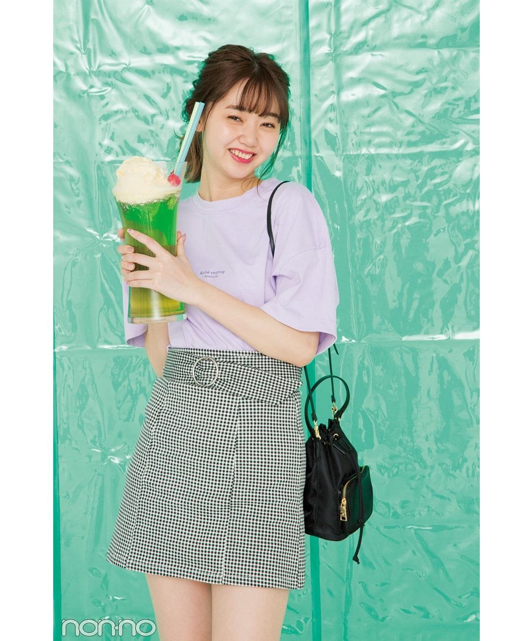 【夏のTシャツコーデ】江野沢愛美は、ラベンダー色Tシャツ×ギンガムチェックミニで楽しげコーデ
