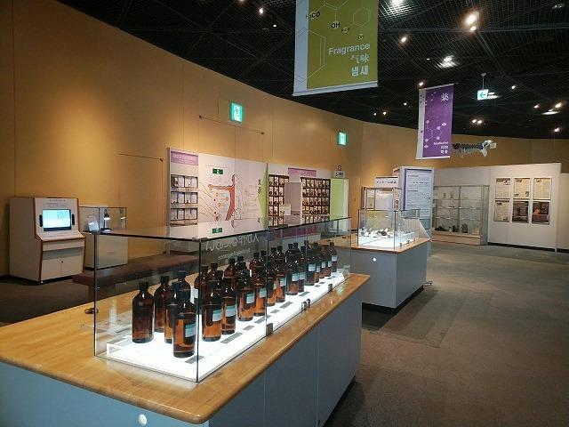 薬と香りの展示