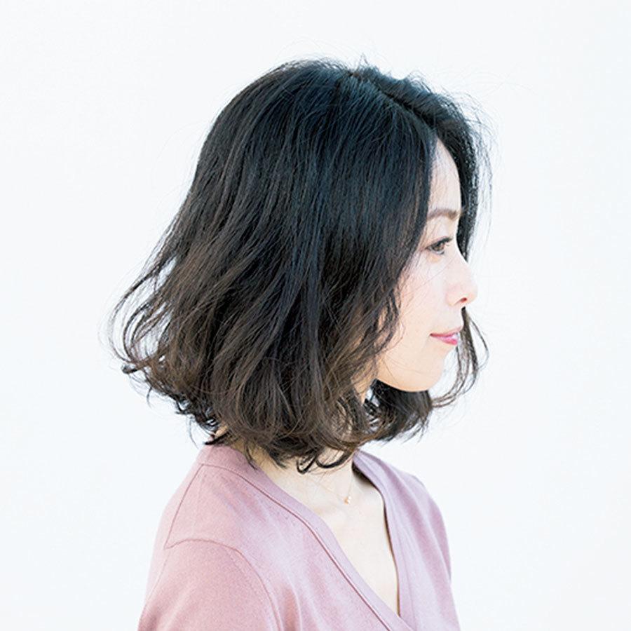 広がる髪をボリュームダウンできる重×ふわミディアム【40代のミディアムヘア】_1_1-2