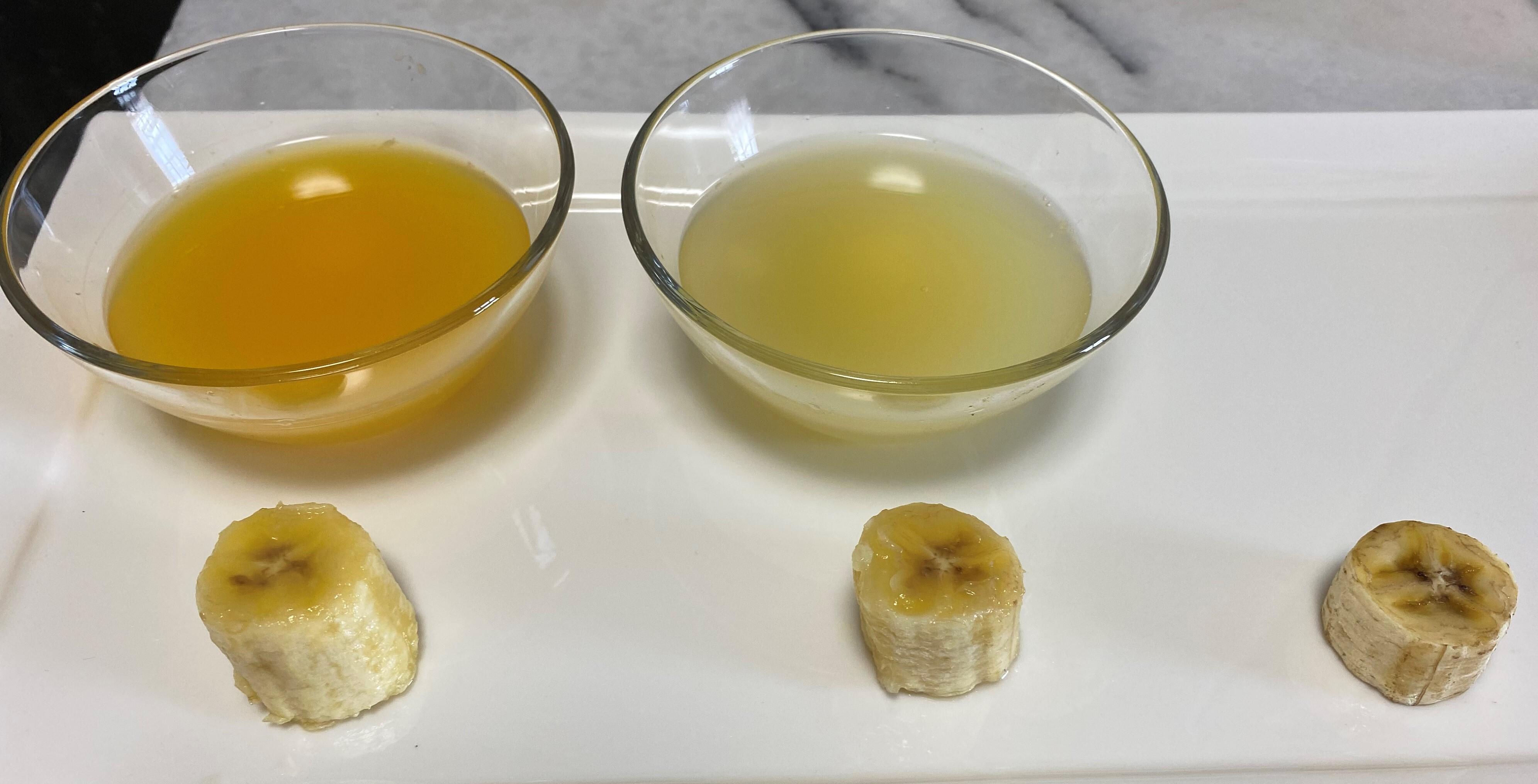 100%オレンジ+レモン汁につけておいたバナナもあまり色は変わりません。