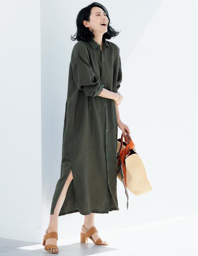 フィナモレのシャツドレススタイルの浜島直子
