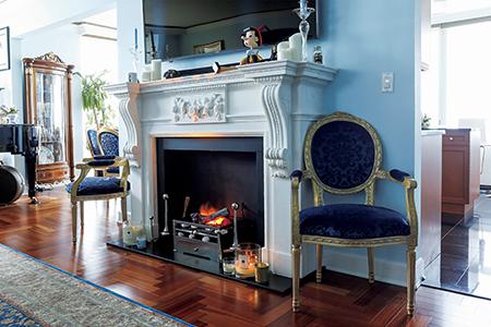 大好きなブルーと重厚で伝統的な家具との融合 和央ようかさんの人生最高に「好き」な家 五選 _1_2-1