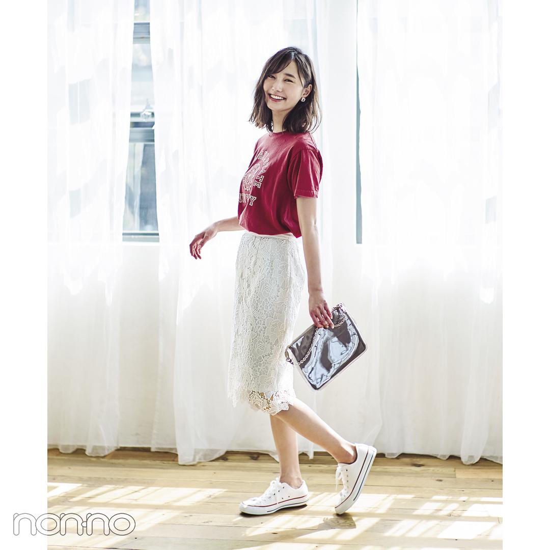 【夏のスニーカーコーデ】鈴木友菜は、レディなタイトレースをTシャツでハズしてこなれコーデに♡