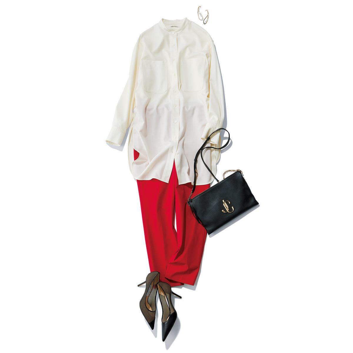 白のロングシャツ×赤のパンツコーデ