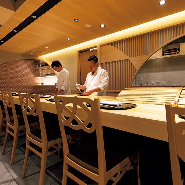 京都駅徒歩5分ほどのところにある和食レストラン「京都 いと」の和食料理人 大河原さん(右)とシェフの髙橋さん(左)