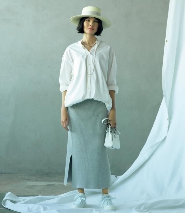 白バンドカラーシャツ×パンツスタイル