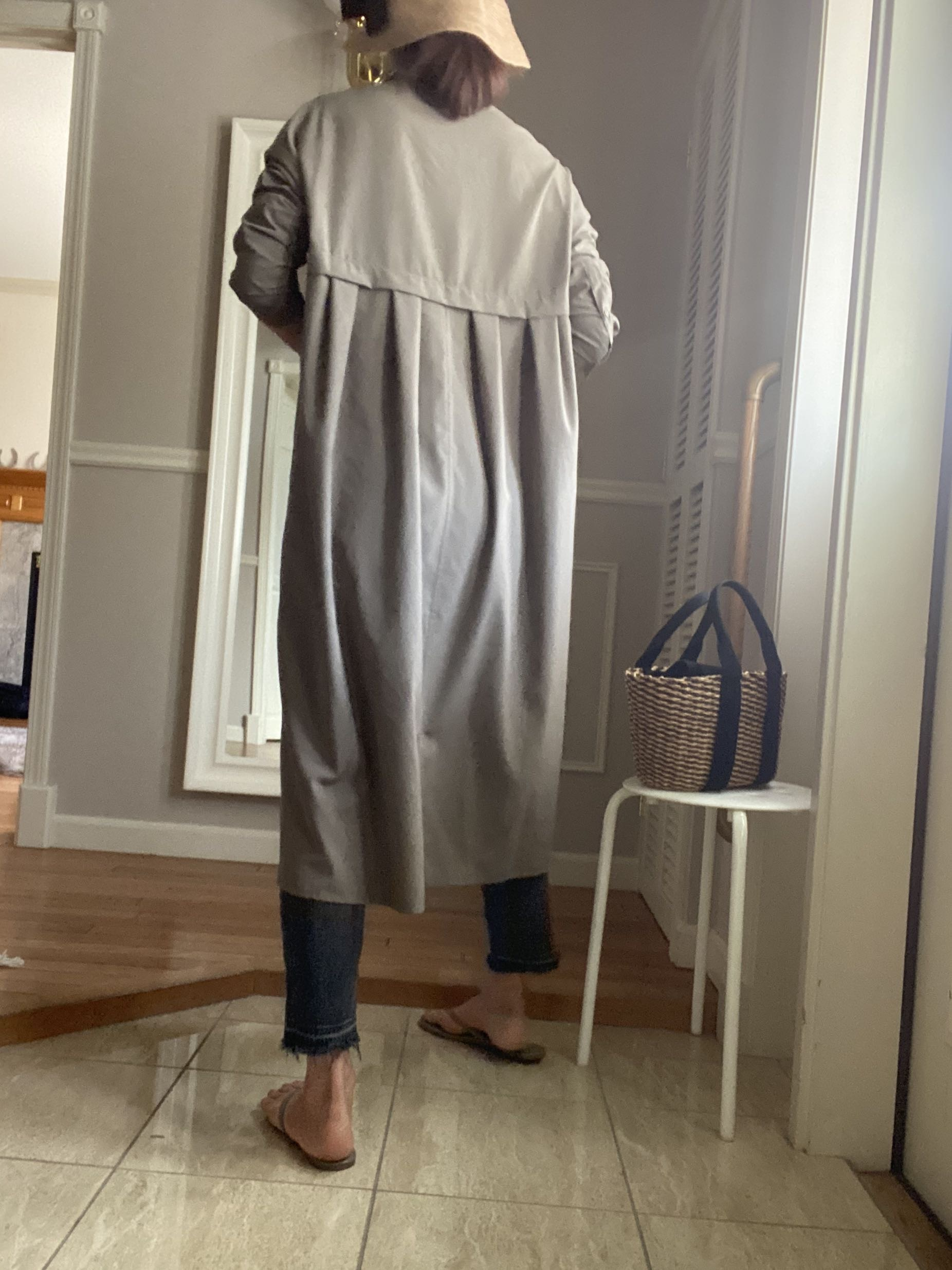 シャツワンピースのバッグスタイル