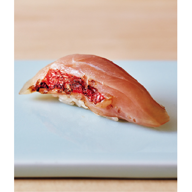 皮を炙った金目鯛のヅケ