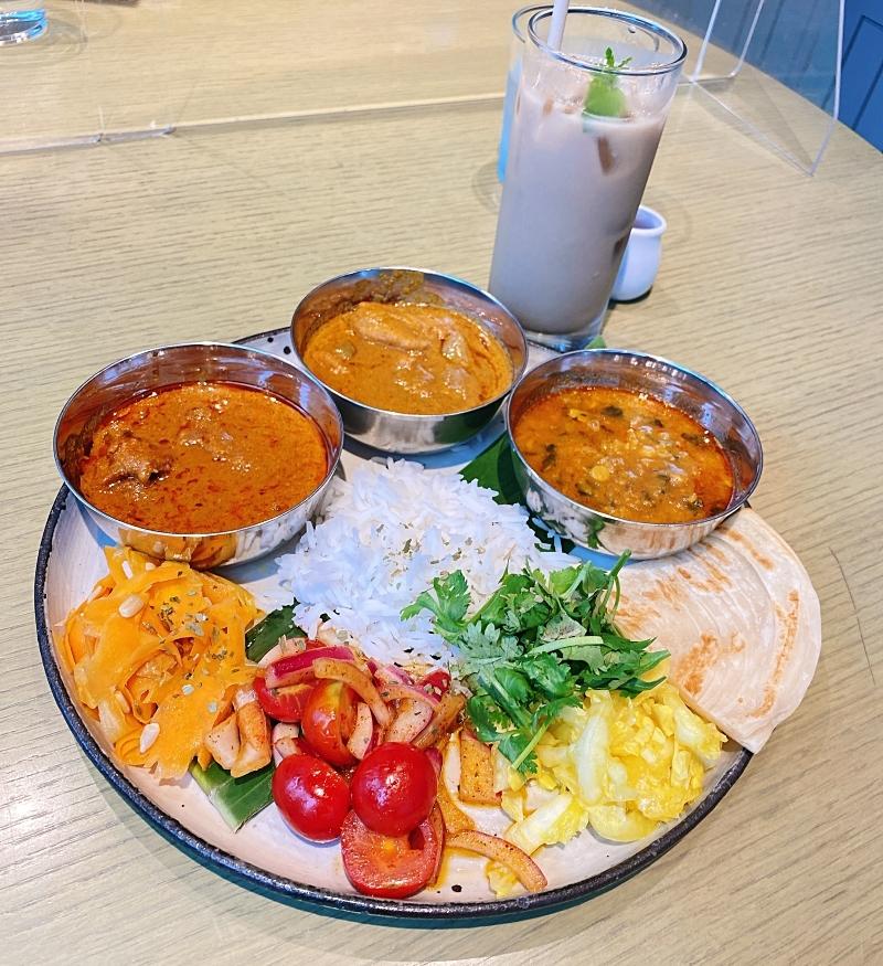 コスメキッチンアダプテーションの今だけのスペシャルメニュー。世界の有名ホテルやインド大使館が厚い信頼を寄せる日本在住のインド料理シェフ・Raja(ラジャ)氏が手がける本格インドカレー