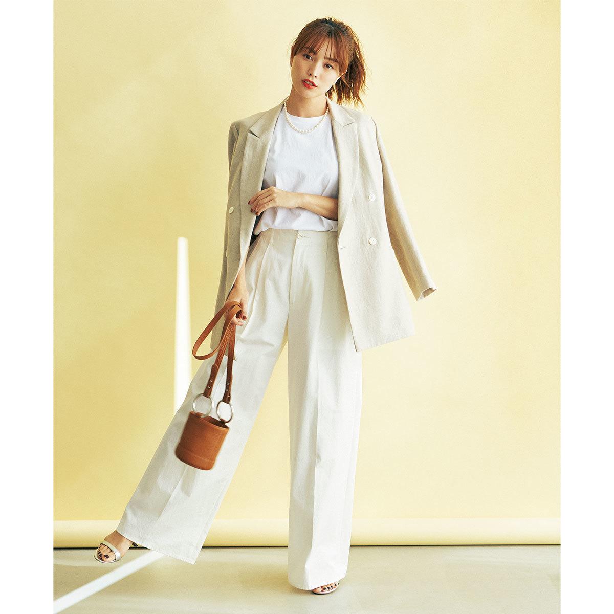 白Tシャツ×ジャケット×ワイドパンツコーデ