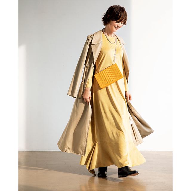 富岡佳子がまとう「イエロー」カラーであかぬけた印象に